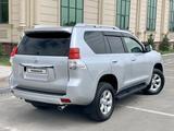 Toyota Land Cruiser Prado 2013 года за 14 200 000 тг. в Алматы – фото 3