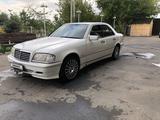 Mercedes-Benz C 240 1998 года за 2 800 000 тг. в Алматы