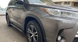 Toyota Highlander 2018 года за 22 500 000 тг. в Алматы – фото 2