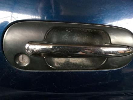 Ручка двери передняя на Honda CR-V 1995-2001 год за 5 000 тг. в Алматы