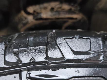 235-70-16! Трасса грзь 3 колеса в порядке 1 на камере за 45 000 тг. в Алматы – фото 3