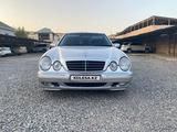 Mercedes-Benz E 320 2001 года за 4 321 000 тг. в Актау – фото 2
