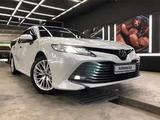 Toyota Camry 2019 года за 13 600 000 тг. в Актау