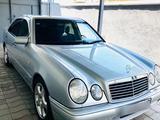 Mercedes-Benz E 320 1996 года за 4 200 000 тг. в Шымкент – фото 2