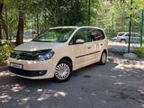 Volkswagen Touran 2011 года за 4 900 000 тг. в Алматы – фото 3