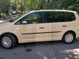 Volkswagen Touran 2011 года за 4 900 000 тг. в Алматы – фото 2