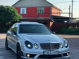 Бампер передний на мерседес W211 рестайлинг AMG за 60 000 тг. в Алматы – фото 2