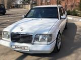 Mercedes-Benz E 200 1993 года за 1 600 000 тг. в Петропавловск – фото 2
