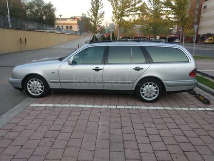 Mercedes-Benz E 280 1998 года за 2 650 000 тг. в Алматы – фото 2