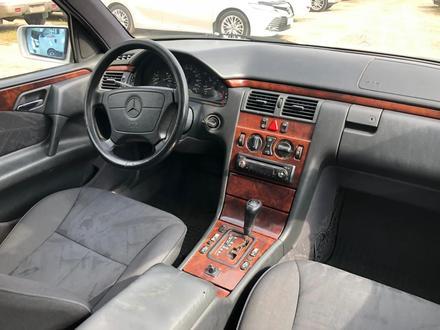 Mercedes-Benz E 280 1998 года за 2 650 000 тг. в Алматы – фото 12