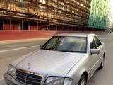 Mercedes-Benz C 200 1999 года за 1 800 000 тг. в Уральск – фото 2