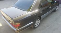 Mercedes-Benz E 260 1993 года за 1 700 000 тг. в Семей – фото 4