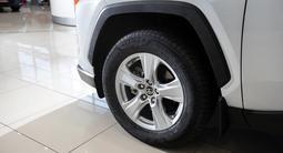 Toyota RAV 4 Comfort 2021 года за 15 320 000 тг. в Алматы – фото 4