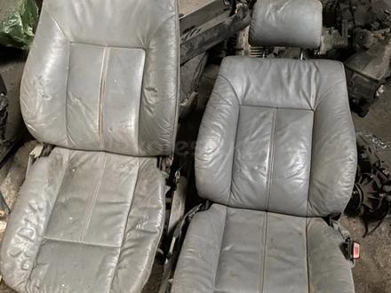 Передние сидения бмв e38 за 25 000 тг. в Алматы