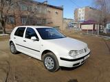 Volkswagen Golf 2000 года за 2 450 000 тг. в Жезказган – фото 2