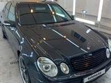 Mercedes-Benz E 200 2005 года за 4 100 000 тг. в Атырау – фото 2