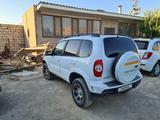 Chevrolet Niva 2014 года за 2 600 000 тг. в Актау – фото 4