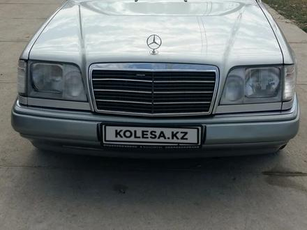 Mercedes-Benz E 220 1994 года за 2 400 000 тг. в Шымкент