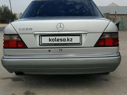 Mercedes-Benz E 220 1994 года за 2 400 000 тг. в Шымкент – фото 2