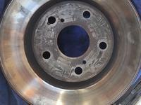 Передние тормозные диски за 10 000 тг. в Актау