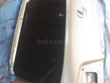 Задняя верхняя дверь багажника лх570 за 1 500 тг. в Алматы