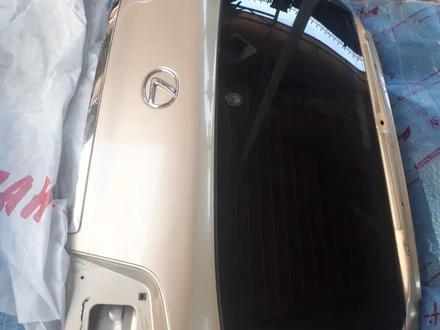 Задняя верхняя дверь багажника лх570 за 1 500 тг. в Алматы – фото 2