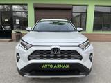 Toyota RAV 4 2021 года за 18 500 000 тг. в Шымкент – фото 2