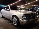 Mercedes-Benz E 220 1993 года за 2 000 000 тг. в Алматы – фото 4