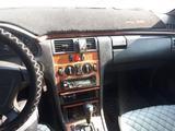 Mercedes-Benz E 230 1997 года за 2 250 000 тг. в Семей – фото 3