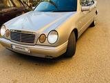 Mercedes-Benz E 320 1999 года за 1 900 000 тг. в Атырау – фото 2