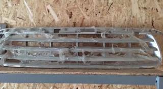 Передняя решетка радиатора на TOYOTA за 15 000 тг. в Актау