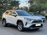 Toyota RAV 4 2019 года за 15 600 000 тг. в Нур-Султан (Астана)