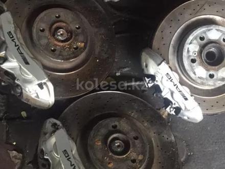 Диски тормозные с супортом Мерседес W220 S55AMG за 420 000 тг. в Алматы – фото 2