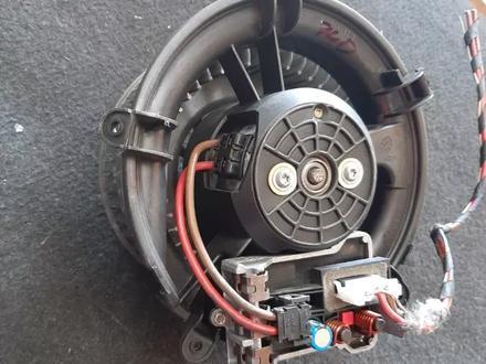 Моторчик печки на BMW e65 740 за 1 111 тг. в Алматы