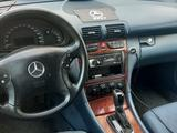 Mercedes-Benz C 200 2001 года за 2 500 000 тг. в Актобе – фото 2
