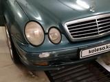Mercedes-Benz CLK 320 2001 года за 2 500 000 тг. в Атырау – фото 4