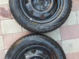2 колесных диска с новой всесезонной зимней резиной «Viatti» (175х65х14) за 37 000 тг. в Павлодар