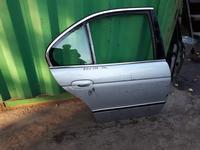 На BMW e39 дверь задняя правая за 10 000 тг. в Алматы