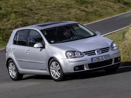 Стёкла на передние фары Volkswagen GOLF 5 за 10 000 тг. в Алматы – фото 2