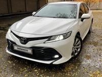 Toyota Camry 2018 года за 9 700 000 тг. в Актобе