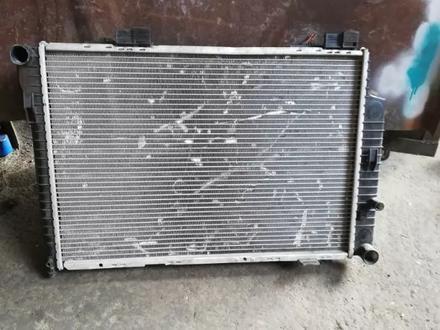 Мерс 210 радиатор в Алматы