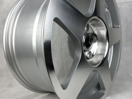 Комплект дисков Mercedes 5075 8 17/5 112 D66.6 ET35 S за 200 000 тг. в Актобе