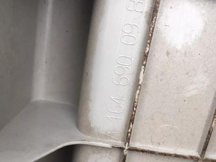 Накладка багажника ML 164 за 12 000 тг. в Алматы – фото 2