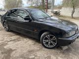 BMW 523 1998 года за 1 700 000 тг. в Актобе