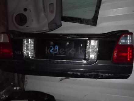 Крышка багажника нижняя часть Lexus LX470 за 130 000 тг. в Алматы