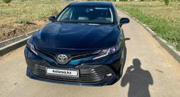Toyota Camry 2018 года за 12 500 000 тг. в Актобе – фото 2