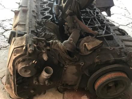 Мотор3, 2 w140 кабандыкы жабысып калган запчасти багасы келисемиз за 50 000 тг. в Шымкент