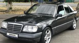 Mercedes-Benz E 220 1993 года за 2 200 000 тг. в Шымкент – фото 4