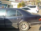 Mercedes-Benz E 240 1998 года за 2 220 000 тг. в Алматы – фото 4