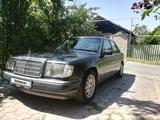 Mercedes-Benz E 260 1990 года за 1 800 000 тг. в Шымкент